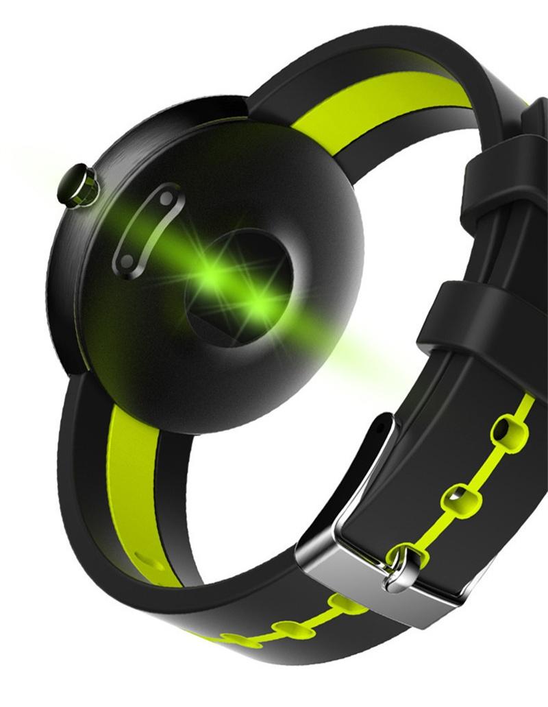 Умные часы, объединившие в себе функции мобильного телефона и gps-трекера.