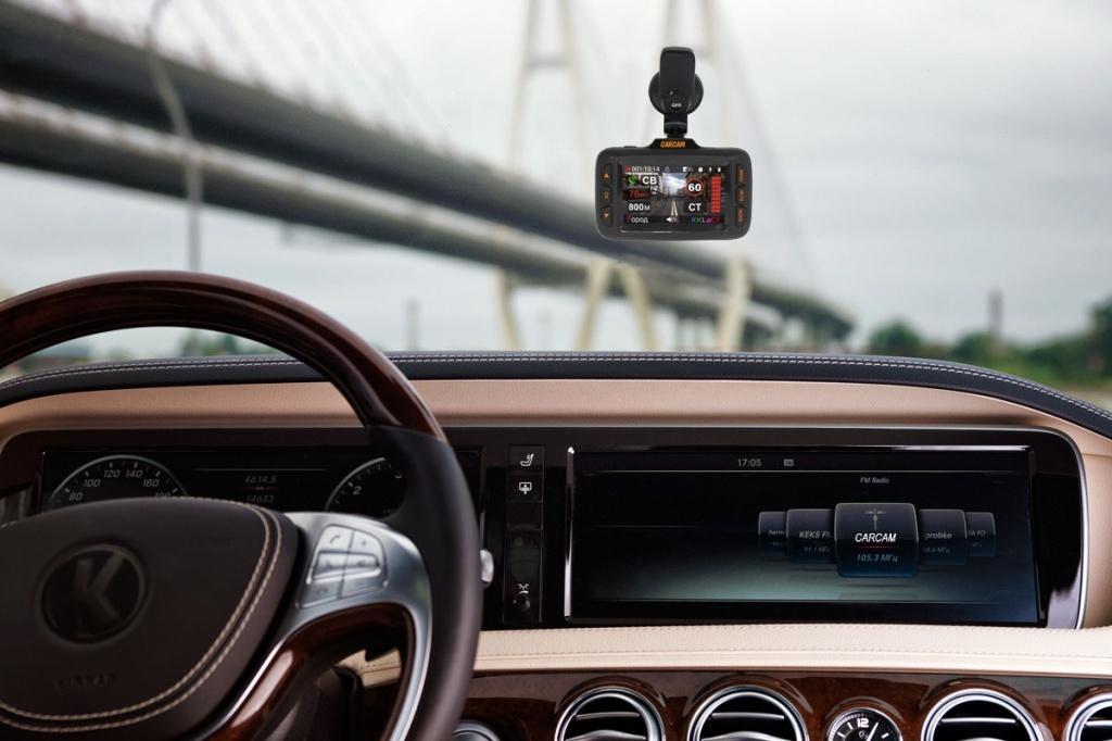 Автомобильный видеорегистратор CARCAM HYBRID поддерживает карты памяти Micro SD объёмом до 128 ГБ
