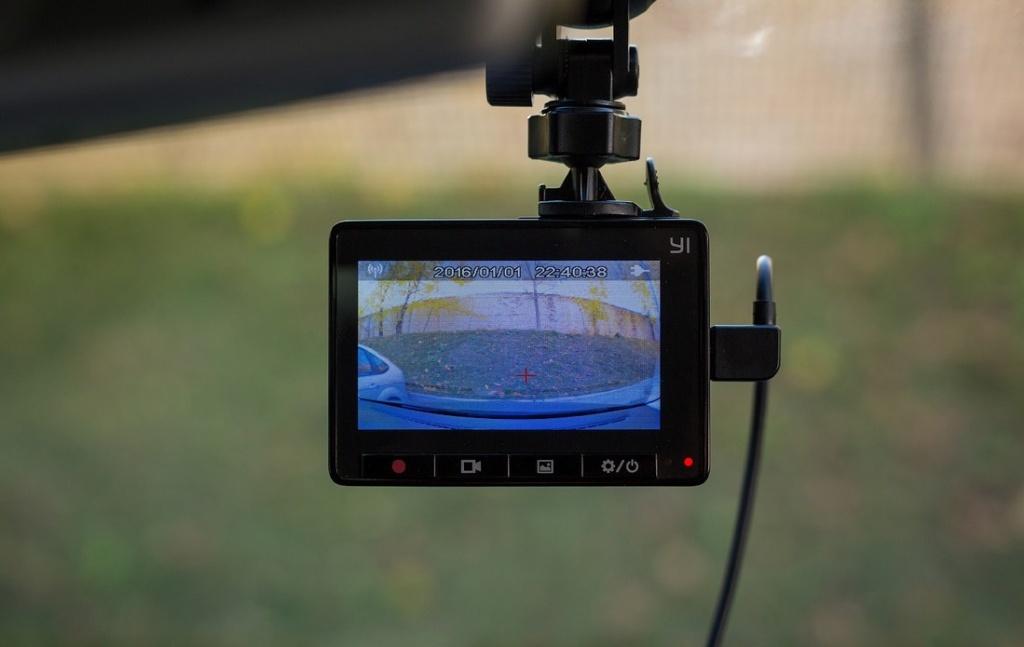 YI Smart Dash Camera – система помощи