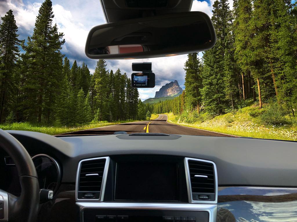 CARCAM Q8 – автомобильный Full HD видеорегистратор, оснащенный быстросъемным магнитным креплением