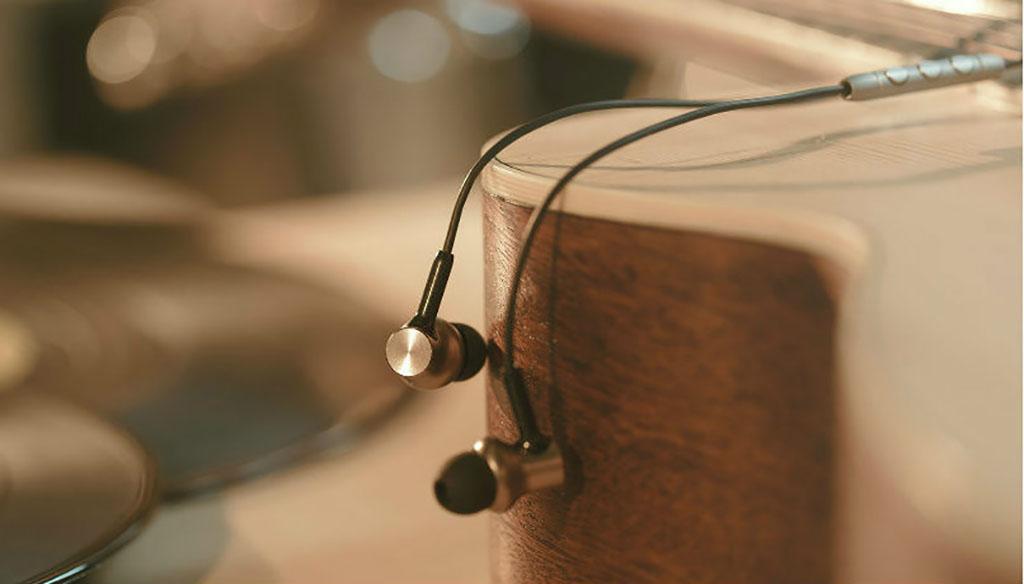 Наушники Xiaomi Mi In-Ear Headphones Pro HD silver - Эластичный кабель