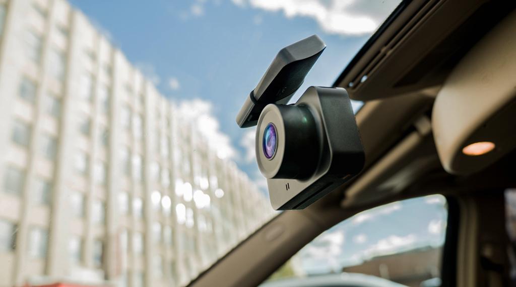 CARCAM Q8 - компактный автомобильный видеорегистратор с магнитным креплением и датчиком удара