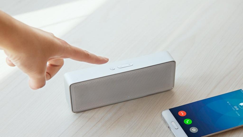 Компактная беспроводная Bluetooth колонка Xiaomi Mi Bluetooth Speaker 2 white - 7 часов беспрерывной музыки